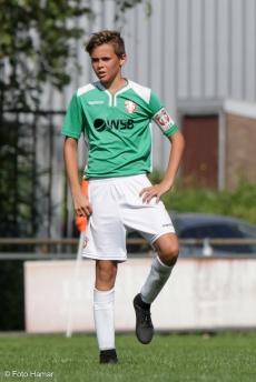 FC Dordrecht aanvoerder wordt door Foto Hamar tijdens wedstrijd op foto gezet.