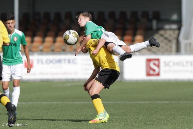 FC Dordrecht tegen Roda JC in stadion van Dordrecht. Foto Hamar maakt sportfoto van deze voetbalwedstrijd