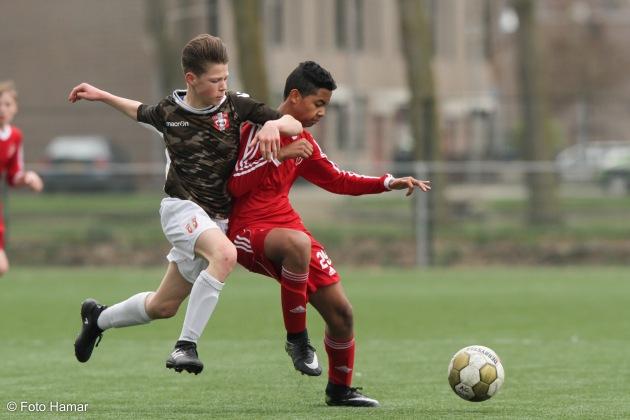 Dordrecht opent de aanval op Almere City U14