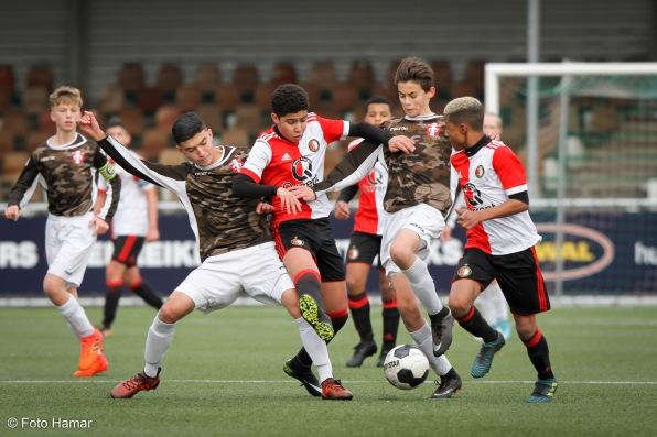 Spelers FC Dordrecht in duel  om debat met spelers van Feyenoord