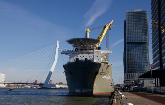 Bokalift 1 aan de Welheminapier in Rotterdam